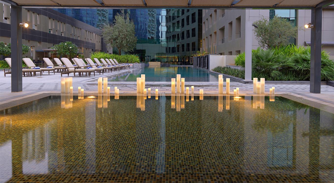 Hotel gallery damac maison cour jardin for Jardin cour